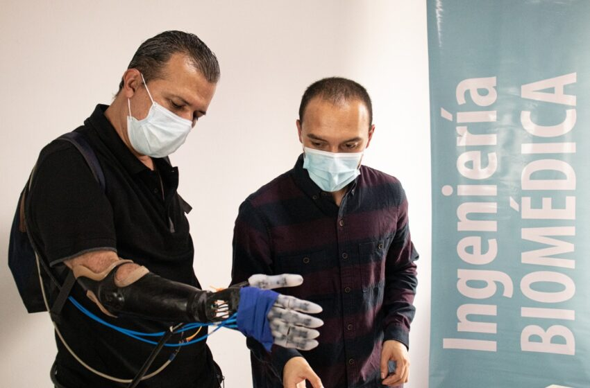 Ingenieros colombianos presentan la primera prótesis robótica de bajo costo